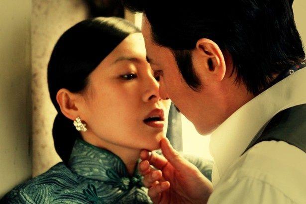 【写真を見る】チャン・ツィイー扮する貞淑な未亡人が情熱的な愛に燃える!?
