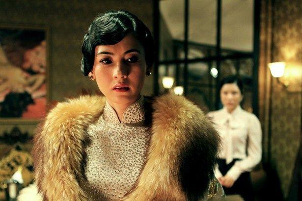 社交界で力を持つ妖艶な悪女を演じたセシリア・チャン