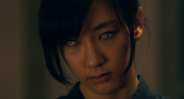 1人2役に挑戦し、恐ろしい表情ものぞかせる水川あさみの怪演ぶりに注目!