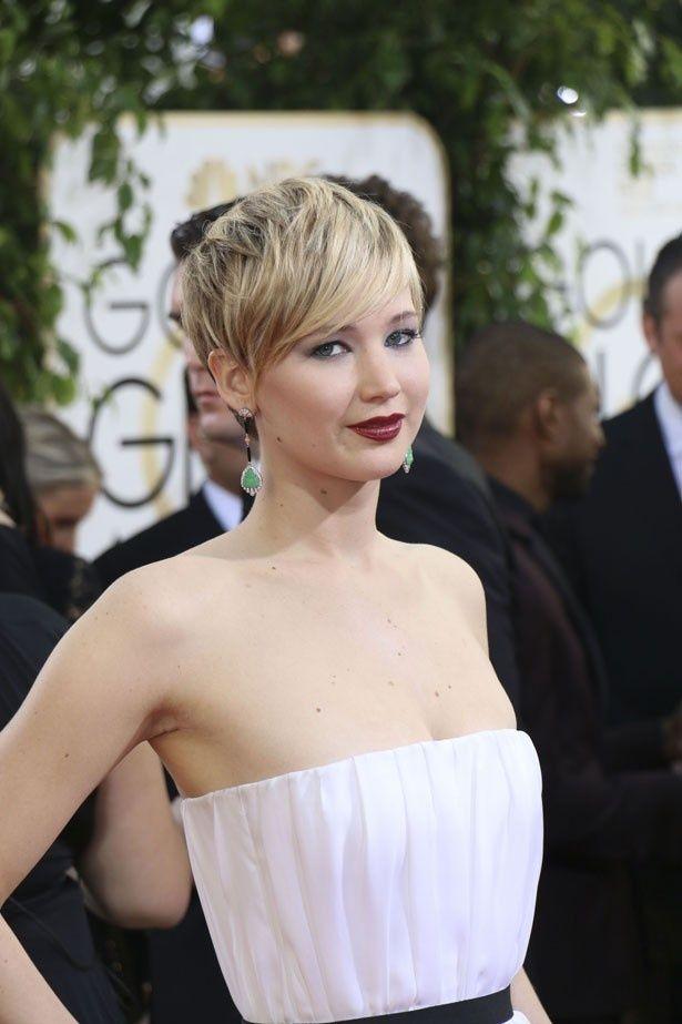 GG賞授賞式で着ていたドレスが話題になり、ツイッターが炎上したジェニファー・ローレンス