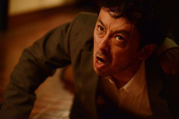 『バイロケーション』で刑事の加納隆を演じている滝藤賢一。目力に圧倒!
