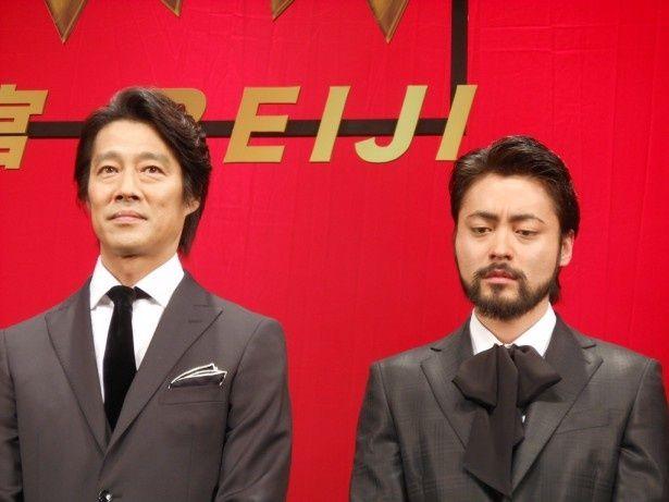 「土竜の唄 潜入捜査官 REIJI」ジャパンプレミアに登場した堤真一(左)と山田孝之(右)