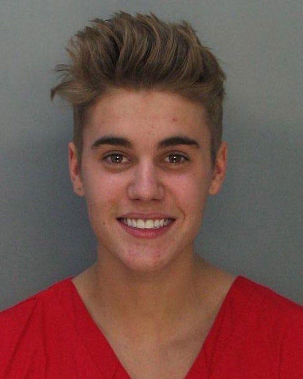 なぜか笑顔のジャスティン・ビーバー容疑者