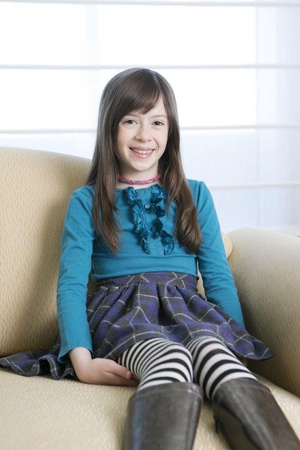 メイジーを演じたオナタ・アプリールは現在8歳!