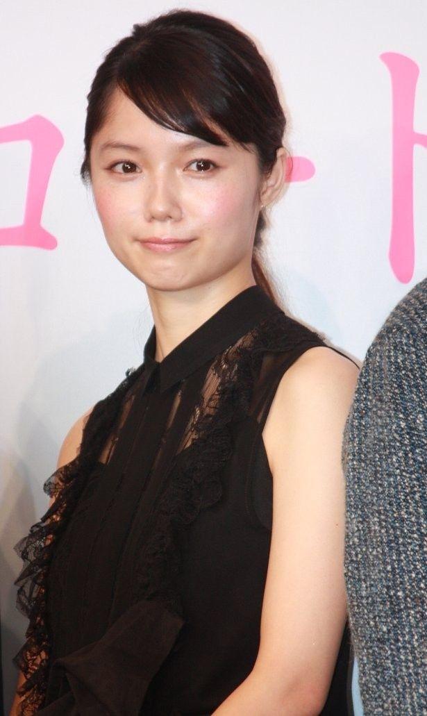 本作で櫻井翔演じる栗原一止の妻・榛名役を演じた宮崎あおい