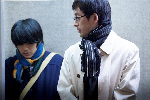 出演作が相次ぎ、話題を集める滝藤賢一も真面目そうなサラリーマン役で登場