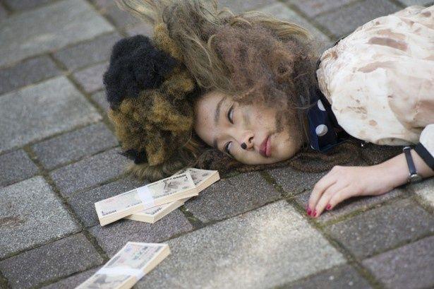 2013年度AKB総選挙第1位となった指原莉乃が主演するコメディ映画『薔薇色のブー子』