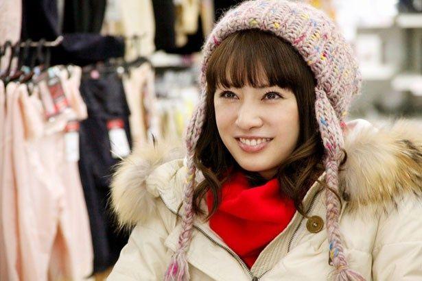 左半身と記憶能力に障害を持つつかさを演じる北川景子。その笑顔が魅力的!