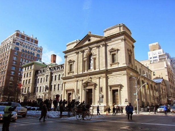 現地時間7日正午、多くの報道陣が見守る中、マンハッタンの教会でフィリップ・シーモア・ホフマンの葬儀が行われた
