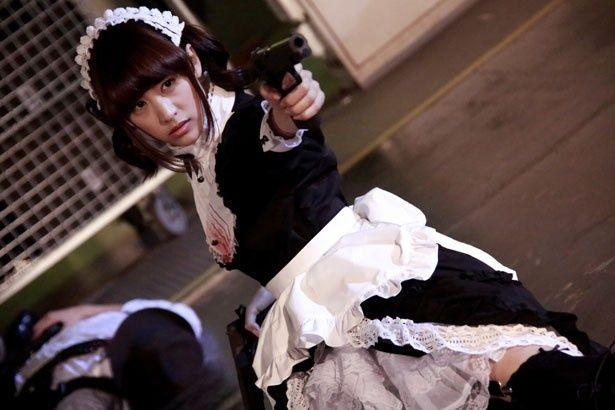 山本美月がメイドのリン役を演じている『黒執事』。迫力のアクションに注目!