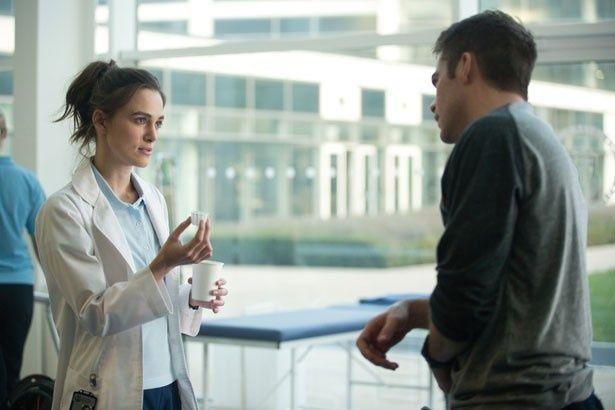 怪我のリハビリ中のライアン(クリス・パイン)に、研修医のキャシー(キーラ・ナイトレイ)が声をかけたことから恋に発展!