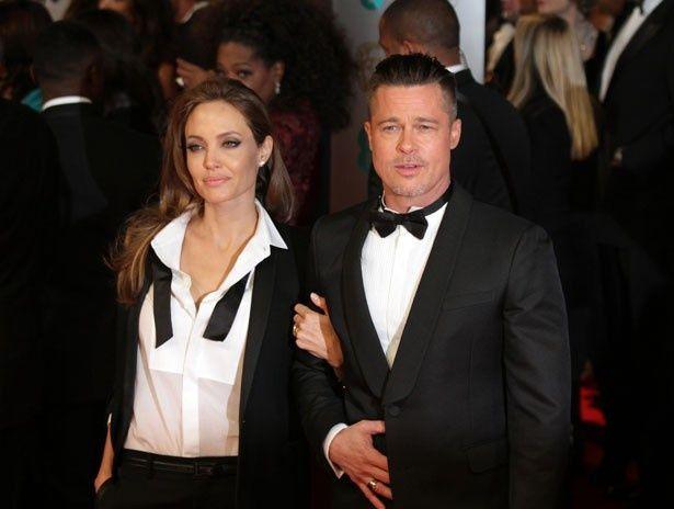 英国アカデミー賞にペアルックのタキシード姿で登場したブラピとアンジー