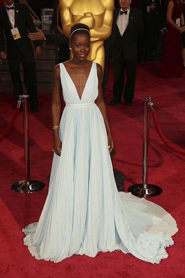 賞の行方と合わせてそのファッションにも注目が集まっていたルピタ・ニョンゴ