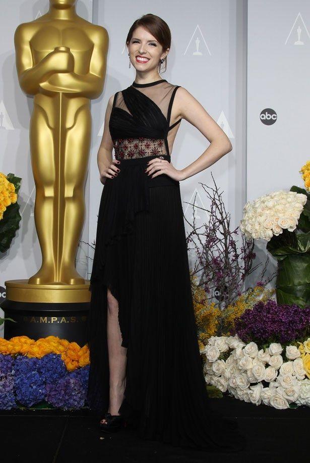 助演女優賞にノミネートされたアナ・ケンドリック、ワーストドレッサーを獲得