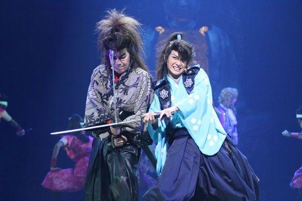 三浦春馬が演じているのは、石川五右衛門(古田新太)を追い詰める探偵の明智心九郎