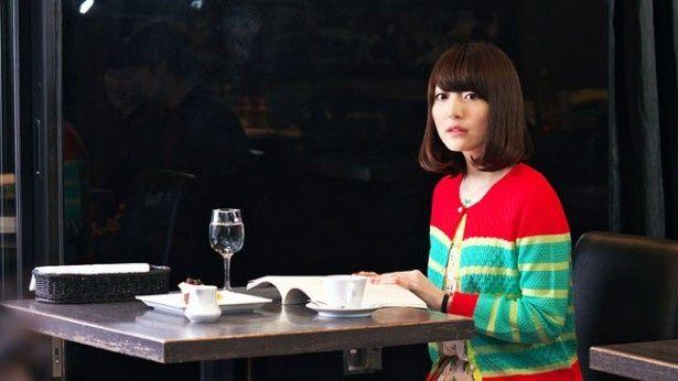 美人声優として人気の花澤香菜。もともと子役としてキャリアをスタートしただけに演技もお手の物