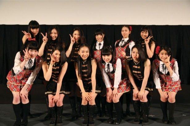 舞台挨拶に臨んだメンバーは現役の女子高生だけに元気満タン!