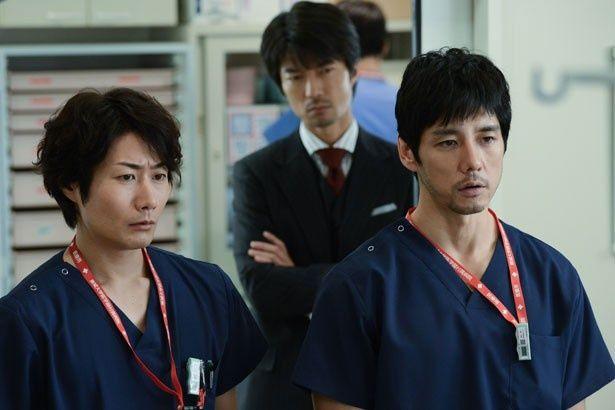 救命の現場で真剣な表情を見せる、西島秀俊演じる速水。東城医大の救命チームが復活!