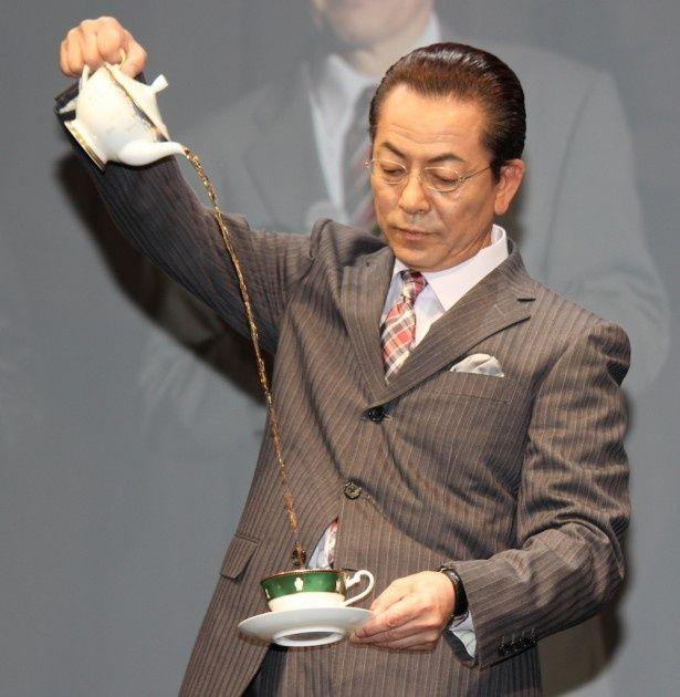 """水谷豊、""""杉下右京の紅茶注ぎ""""を生披露!"""