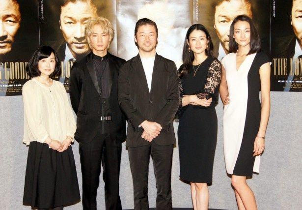 「ロング・グッドバイ」の会見に登場した脚本の渡辺あや、綾野剛、浅野忠信、小雪、冨永愛(写真左から)