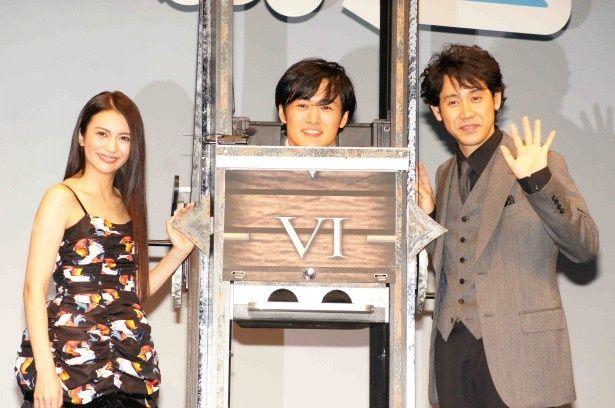 舞台あいさつの登壇した柴咲コウ、劇団ひとり、大泉洋(写真左から)
