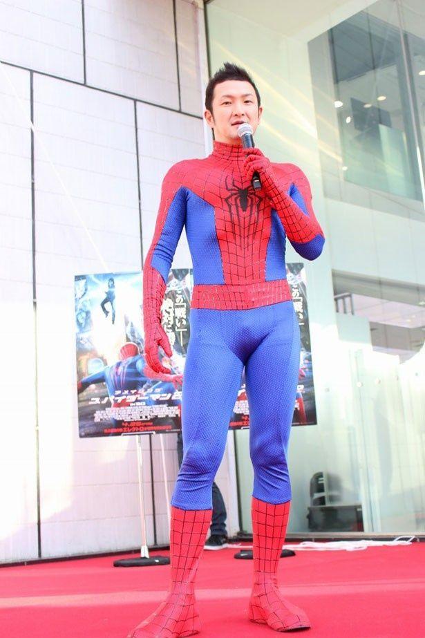 スパイダーマンファンを公言する中村獅童がスパイダーマンスーツ姿で登場