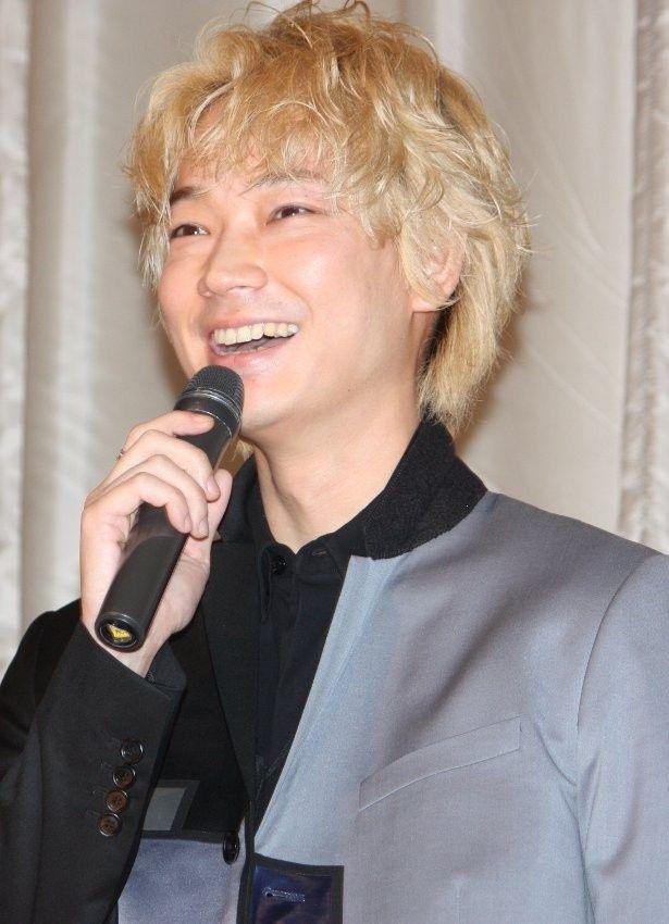 綾野剛が主演映画『そこのみにて光輝く』の初日舞台挨拶に登壇