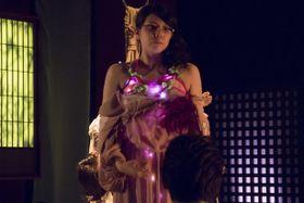 『花と蛇』最新作は変態プレイが続出!鞭、放尿、蝋燭に加え「縄電球緊縛」も解禁