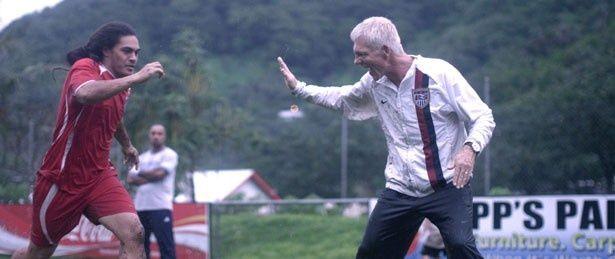 オランダ人監督、トーマス・ロンゲンが米国サッカー連盟より命を受けてチームへ(『ネクスト・ゴール!世界最弱のサッカー代表チーム 0対31からの挑戦』)