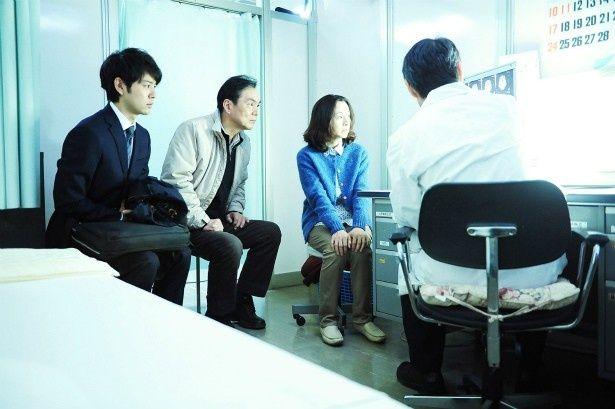 ある日、母・玲子(原田美枝子)が余命1週間と宣告され、家族は呆然となる