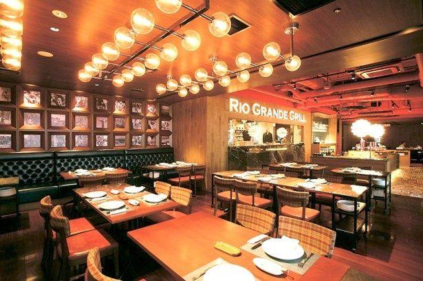 リオ グランデ グリル六本木店の店内。まるで外国のレストランのような雰囲気!