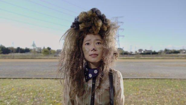 美容室では、なぜかプードルのようなヘアスタイルにさせられた幸子