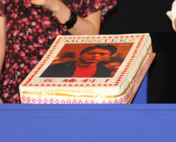 勝者には特製ケーキが贈られた