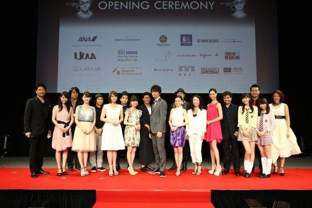 国際短編映画祭のオープニングセレモニーに出席した斎藤工ら若手クリエーターと菜々緒ら出演者