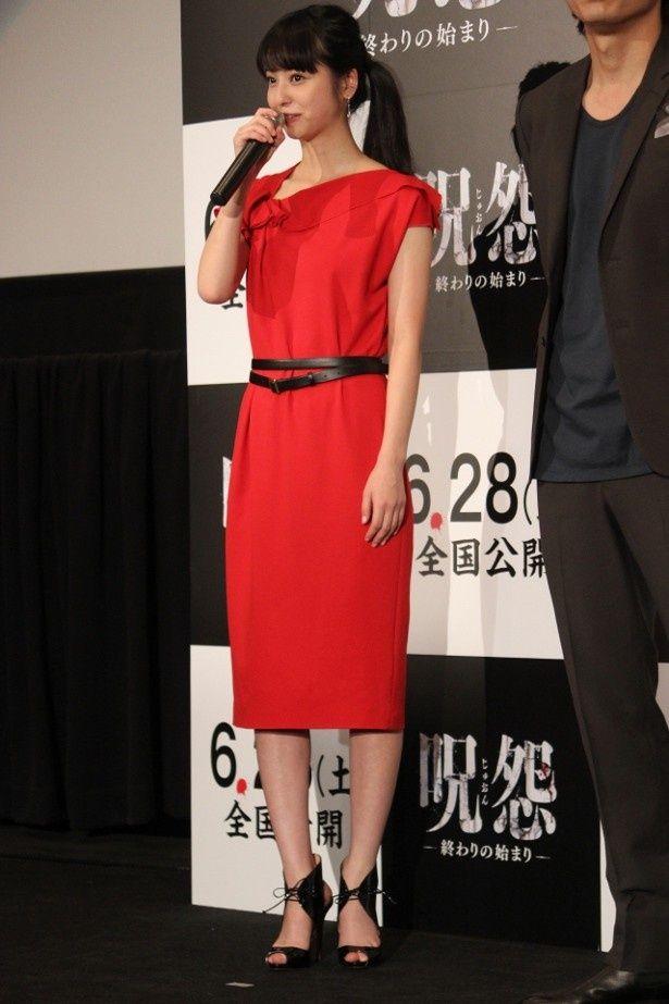 佐々木希は赤のワンピースで登壇