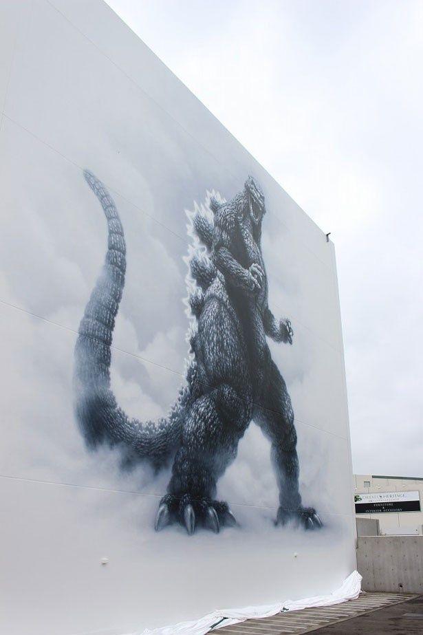 東宝スタジオにて描かれた「ゴジラ」の巨大壁画