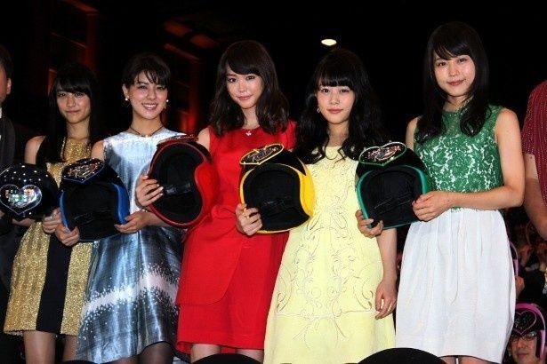 桐谷美玲たち女子5人がヒーローになる『女子―ズ』の初日舞台挨拶が開催