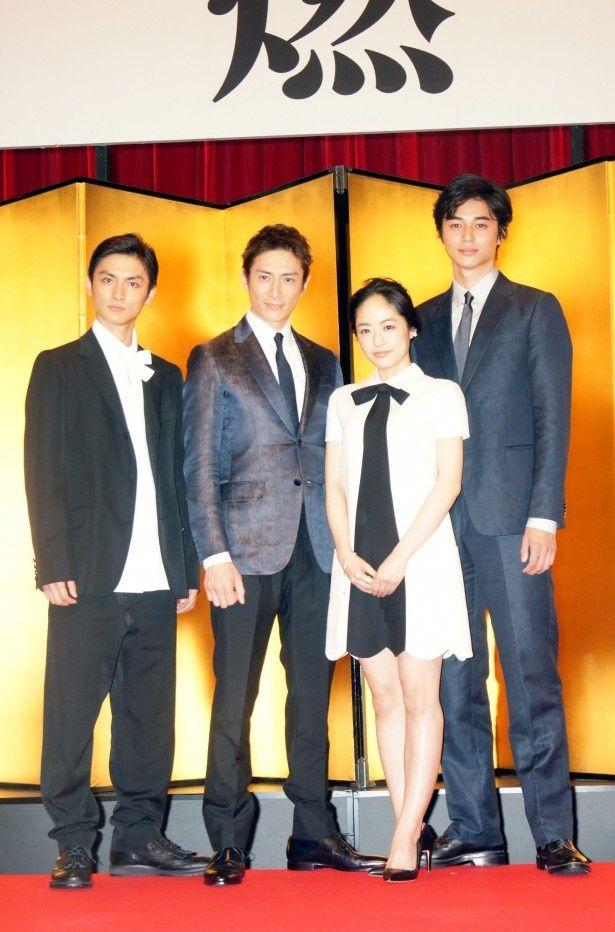 会見に登場した高良健吾、伊勢谷友介、井上真央、東出昌大(写真左から)