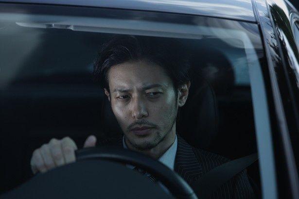 藤島の元同僚役を演じるオダギリジョー。実力派俳優が続々と登場!