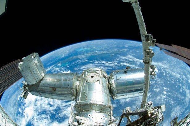 「宇宙博2014 -NASA・JAXAの挑戦」で見られる「きぼう」日本実験棟。精密に再現された実物大モデルの中で、疑似体験もできる
