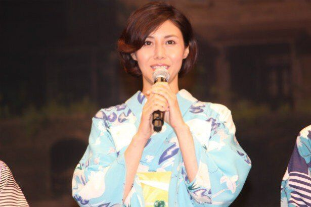 安奈の養母・頼子役の松嶋菜々子