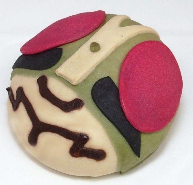 仮面ライダー1号のヒーローパンは抹茶クリーム味になっている(税込450円)
