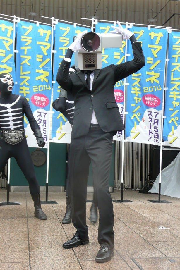 """夏休み映画を盛り上げるために""""カメラ男""""が仮出所!"""