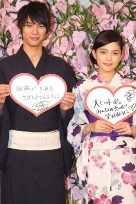 川口春奈と福士蒼汰が浴衣で登場。恋のおみくじの結果に満足!