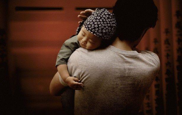 ポスタービジュアルには、10話に共通するテーマである「父と子」のイメージが採用されている