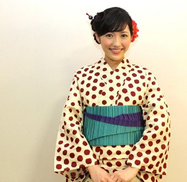 AKB48渡辺麻友がキュートな浴衣姿で登場!