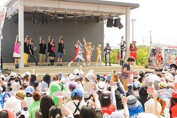 茨城のご当地ヒーローと人気声優ユニットがコラボし、イオンモールつくばでのチャリティーイベントに出演
