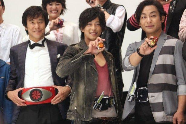 『仮面ライダー鎧武』の佐野岳、中山雅史、片岡愛之助が舞台挨拶に登壇