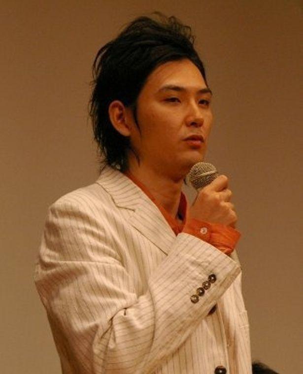 労働者のリーダー役の松田龍平。「どういう映画にするのかはSABUさんにおまかせしました」