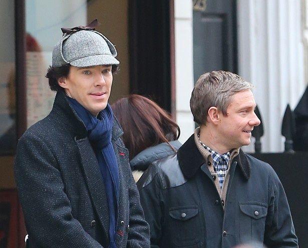 シャーロック・ホームズを演じているベネディクト・カンバーバッチと、ワトソンを演じるマーティン・フリーマン